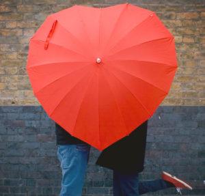 Paraguas de corazón rojo