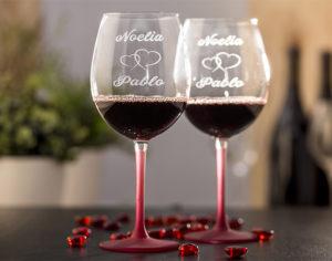 Copas de vino pie rojo grabadas